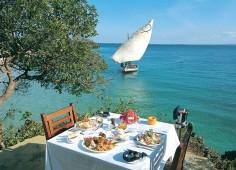 Azura Quilalea Outdoor Dining