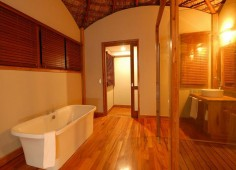 Massinga Beach Lodge Bathroom