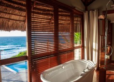 Massinga Beach Lodge Guest Bathroom