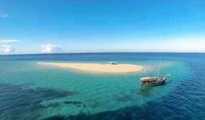 Aerial-dhow-at-sandbank