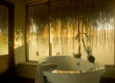 Dugong Beach Lodge Bathtub