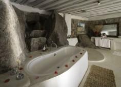 Kaya Mawa Bathroom