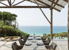 Colina Verde Main deck set table
